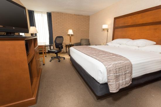 Drury Inn & Suites Champaign : King Deluxe Room