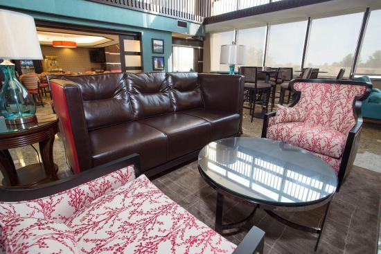 Drury Inn & Suites Champaign : Lobby