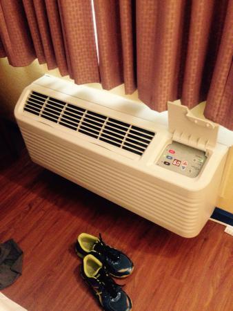 Aqua Breeze Inn: New & quiet heater/AC