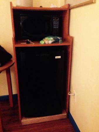 Aqua Breeze Inn: New fridge & microwave