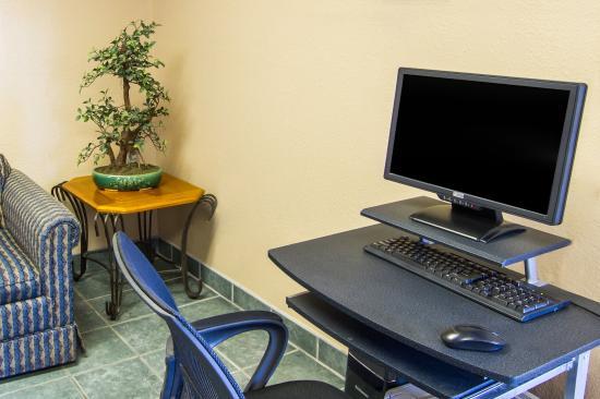 Econo Lodge Airport: Computer