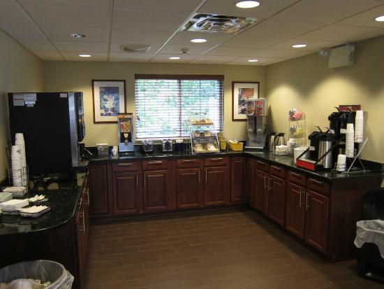 Days Inn & Suites Cherry Hill - Philadelphia: Breakfast area