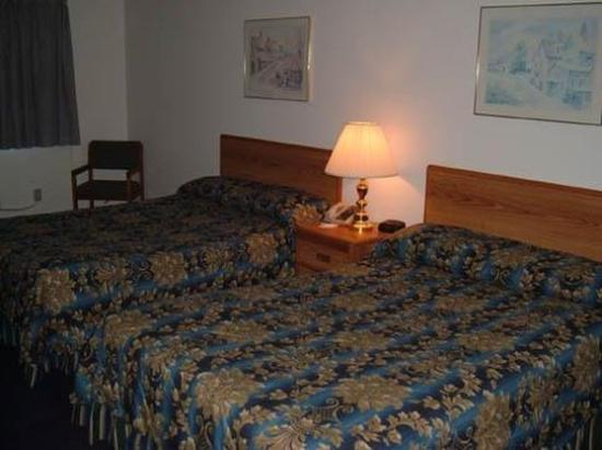 Delavan, WI: Double beds
