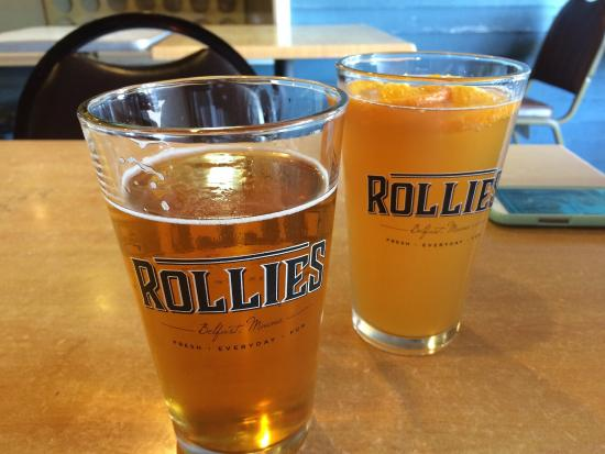Rollie's Bar and Grill: Nice cold beer on their covered deck, friendly service and down to earth patrons. Everyone seeme