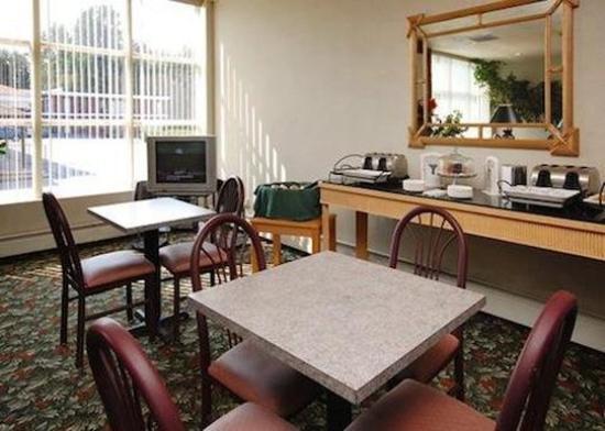 Poughkeepsie Inn: Lounge