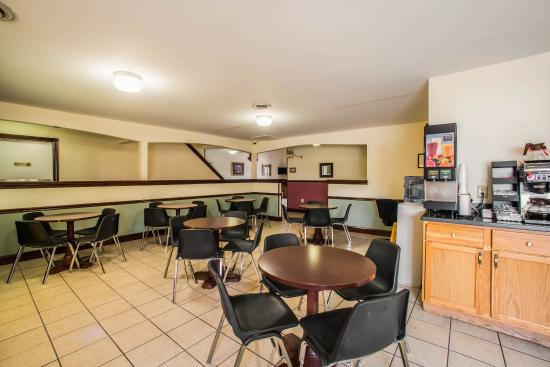 Econo Lodge & Suites Greenville: ILBkfast