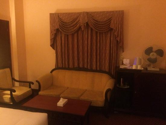 Delmon International Hotel: Sofa & Seating area