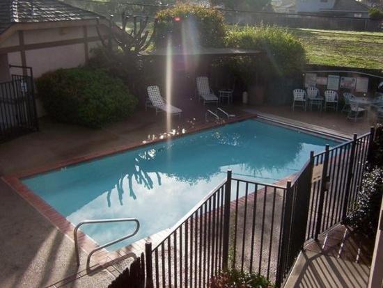 Keefer's Inn: Heated Pool with BBQ Area