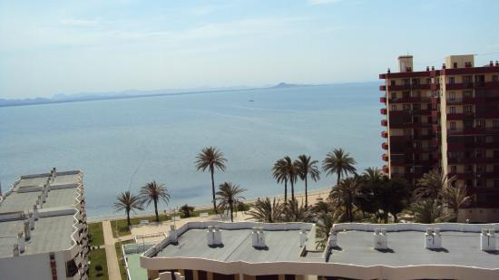 Vista del mar menor desde la habitacion picture of for Apparthotel londres