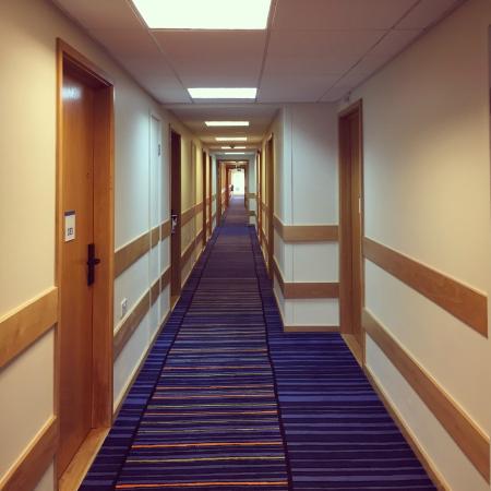 Holiday Inn Manchester Airport: Pasillo de habitaciones