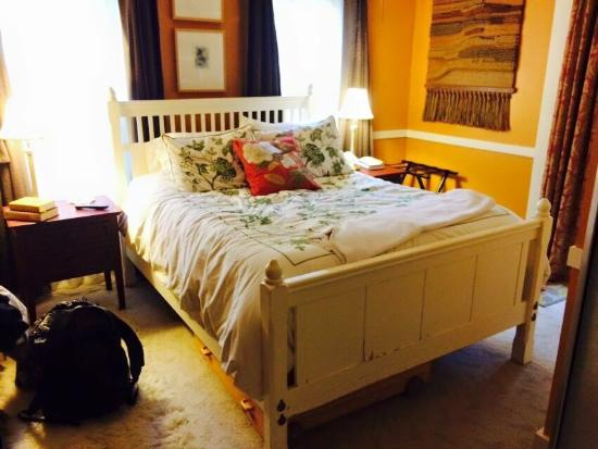 Thistledown Inn B&B: The Golden Thistle Suite was perfect!