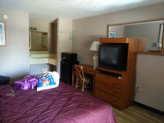 Shining Light Inn & Suites: What the rooms look like now.