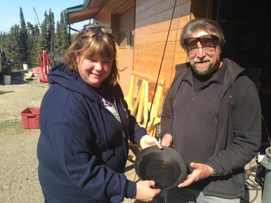 Alaska Fishing & Lodging: panning the fines we collected