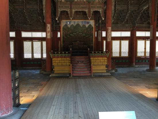 พระราชวังต๊อกซู