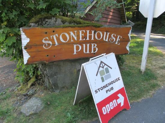 The Stonehouse Restaurant & Pub: Street Signage