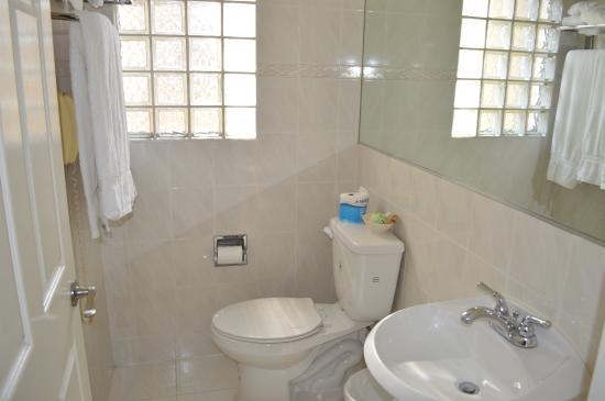 Wilshire Crest Hotel: Bathroom