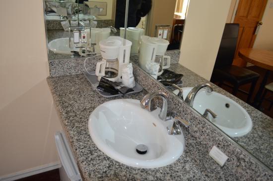 Wilshire Crest Hotel: in Room