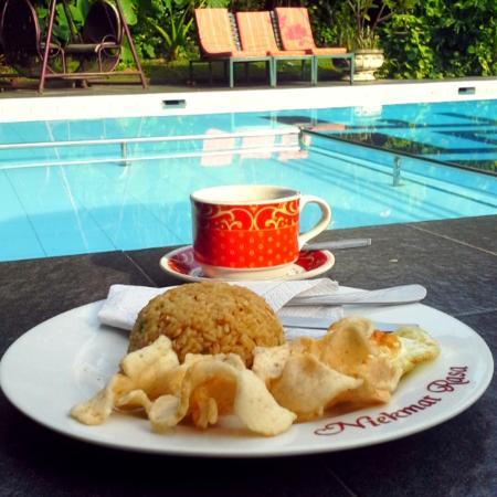 Grand Rosela Hotel : salah satu spot menikmati sarapan pagi