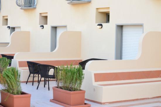 Hotel La Roccia: terraza