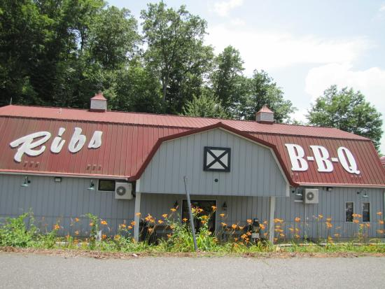 Phil's BBQ Pit: Front door