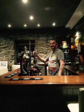 Burnett Arms Hotel: Good local boozer