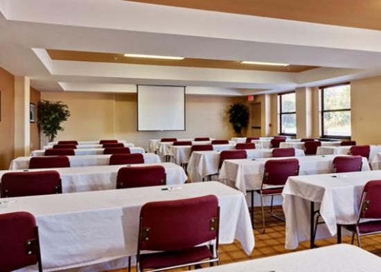 Quality Inn & Suites: NCLarge Meeting Room