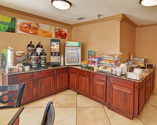 Quality Inn Marshall : Breakfast