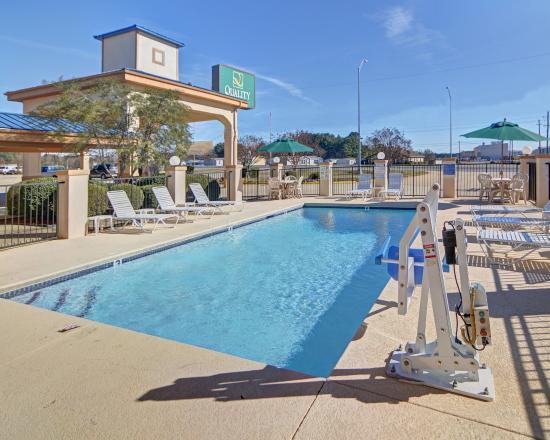 Quality Inn Marshall : Pool
