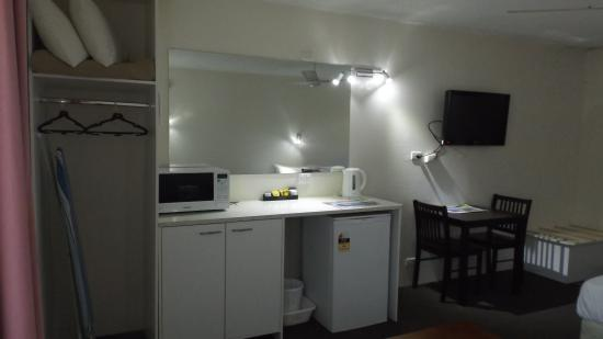 Coffs Harbour Pacific Palms Motel: Room Kitchenette