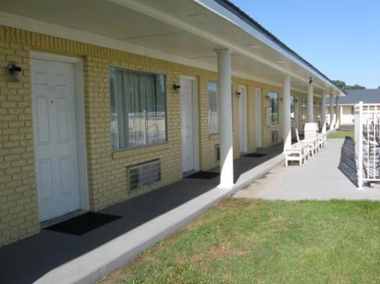 Greenwood Inn & Suites: Exterior