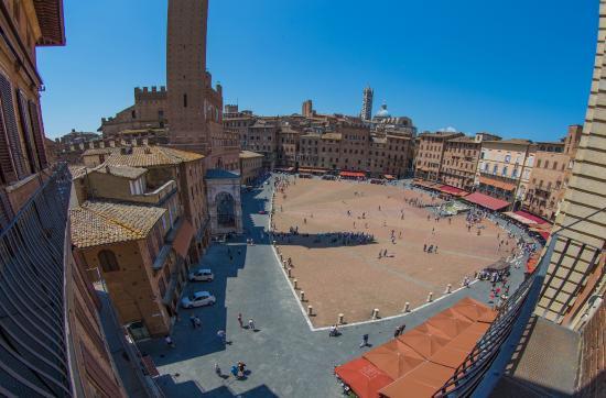 Province of Siena, Italia: The Piazza del Campo