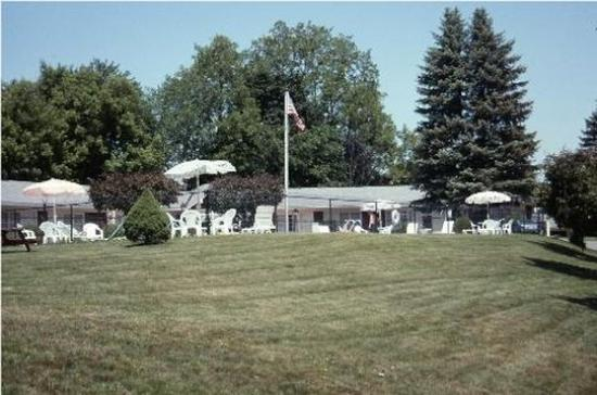Berkshire Inn: Property