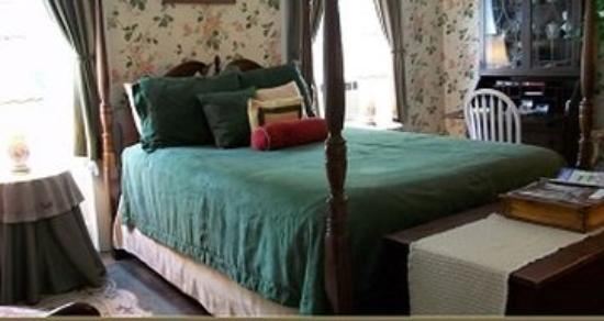 Jonesville, MI: Margarets Queen Bed