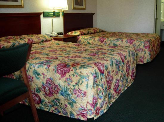 America's Best Inn Decatur: Two Queen Beds