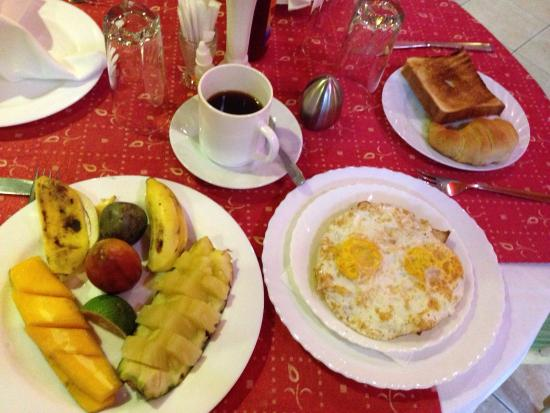 La Palme Hotel: A hearty breakfast that starts at 5:30 gets you ready for an adventure at the Volcano Park!