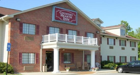 Country Hearth Inn Fitzgerald: Exterior