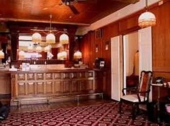 The Van Gilder Hotel: Lobby view