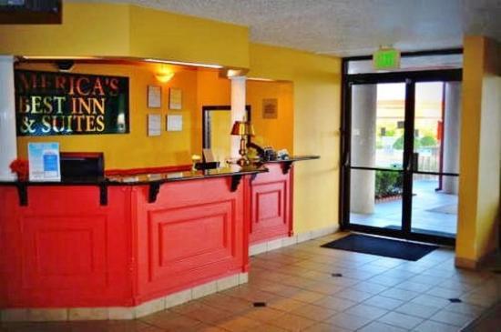 America's Best Inn Birmingham, Airport : Front Desk