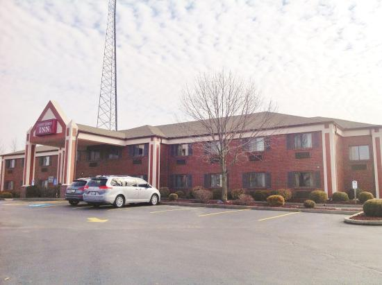 Photo of Country Hearth Inn - Shelbyville