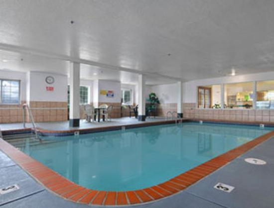 Microtel Inn & Suites by Wyndham Oklahoma City Airport: Pool