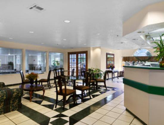 Microtel Inn & Suites by Wyndham Oklahoma City Airport: Lobby