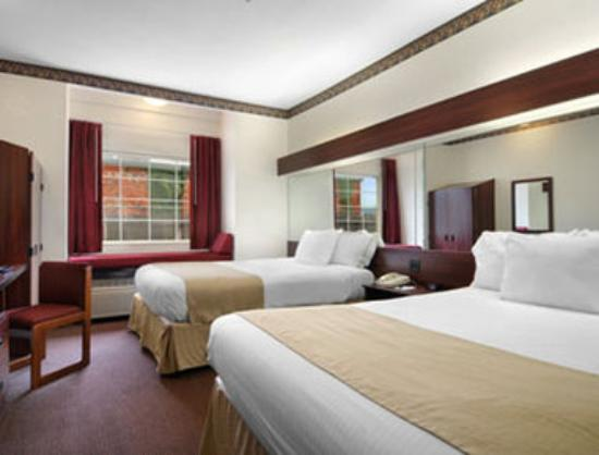 Microtel Inn & Suites by Wyndham Oklahoma City Airport: Standard Queen Beds