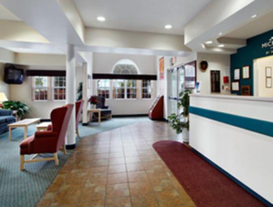 Microtel Inn & Suites by Wyndham Christiansburg/Blacksburg: Lobby