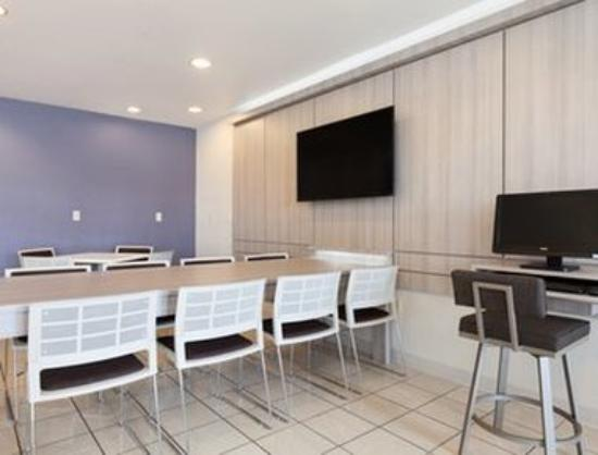 Microtel Inn & Suites by Wyndham Modesto Ceres: Lobby