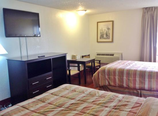Americas Best Value Inn & Suites-Irving/Dallas: Two Double Beds