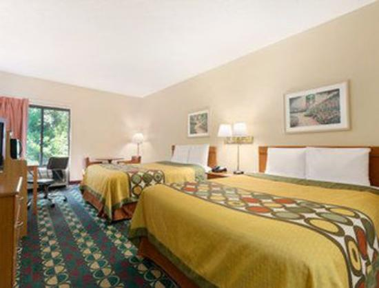 Super 8 Spartanburg/I-26 Exit 22: Two Double Beds Guest Room