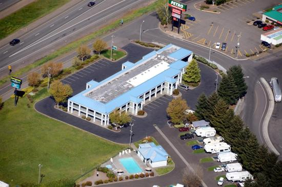 Americas Best Value Inn - Phoenix / Medford: Arial Exterior