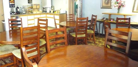 Americas Best Value Inn - Phoenix / Medford: Breakfast Area