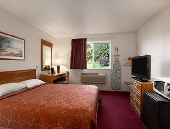 Super 8 Johnstown : ADA King Bed Room