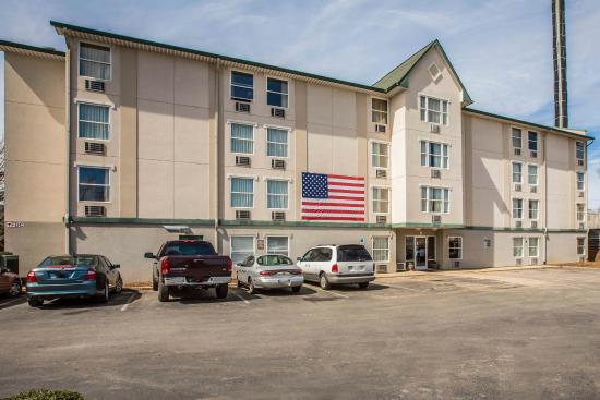 Rodeway Inn & Suites near Outlet Mall - Asheville: NCExterior